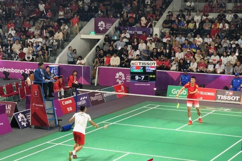 Bulutangkis putra beregu Indonesia takluk di tangan Cina di final sehingga gagal mempersembahkan medali emas (antaranews.com)