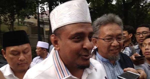Ketua Umum GNPF Muhammad Martak usai mendatangi kediaman Prabowo Subianto, Kamis (9/8/2018)