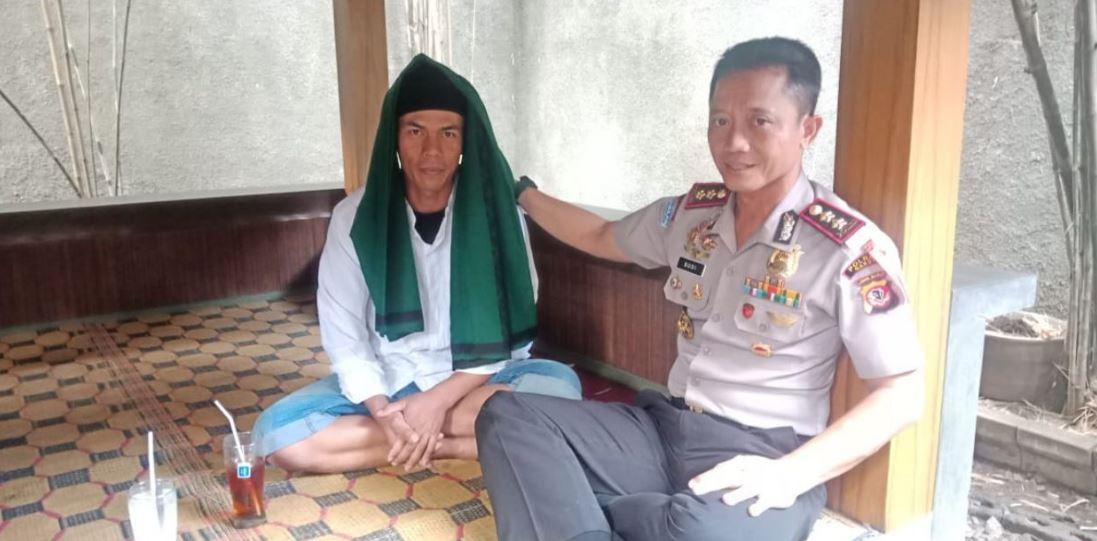 Pembawa bendera HTI di Garut, Uus Sukmana, diamankan polisi di Bandung