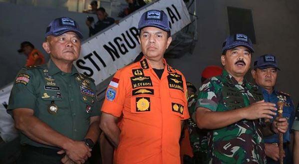 Kepala Basarnas Marsekal Madya Muhammad Syaugi dan Panglima TNI Marsekal Jendral Hadi Tjahjanto