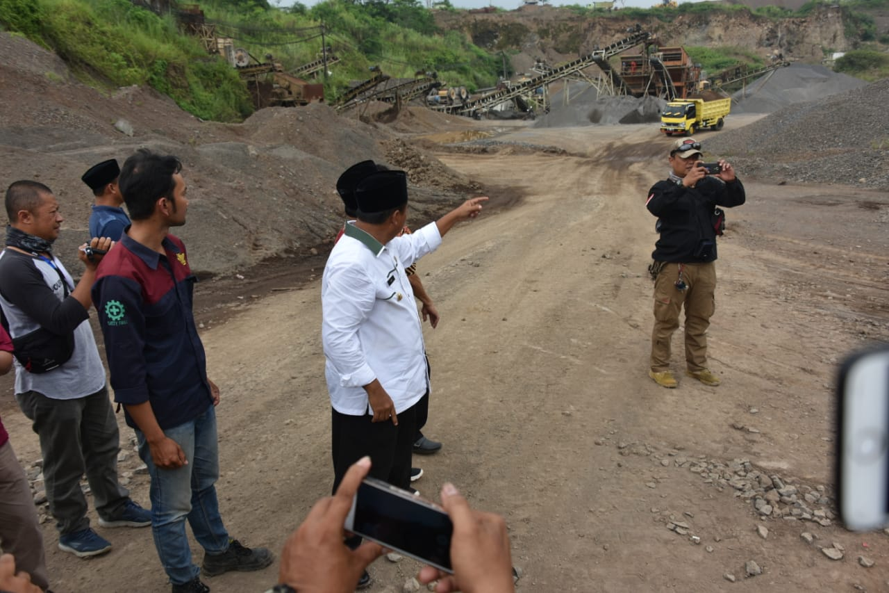 Wakil Gubernur Jawa Barat Uu Ruzhanul Ulum melakukan inspeksi mendadak ke PT Trie Mukty Pertama Putra dan PT Gunadarma Putra yang keduanya berlokasi di Kelurahan Sukalaksana, Bungursari, Kota Tasikmalaya, Kamis (17/1/19).