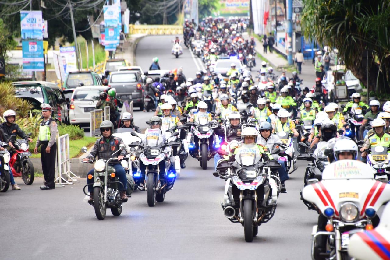 Sebanyak 321 komunitas otomotif di Jawa Barat menggelar Deklarasi Pemilu Damai 2019 di Lapangan Gasibu, Kota Bandung, Minggu (24/3/19).