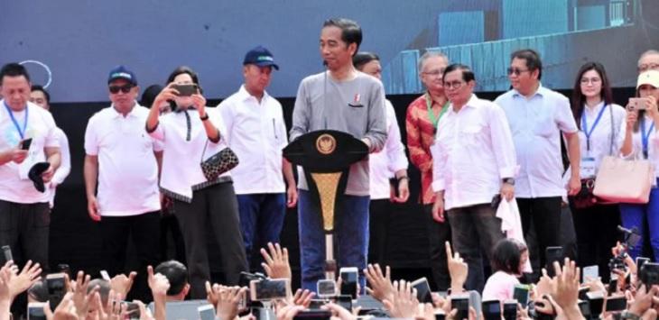 Presiden Jokowi meresmikan MRT. ft/net, jokowi pakai kaos oblong