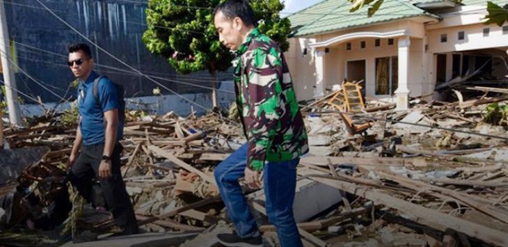 Jokowi pakai loreng saat tinjau gempa Palu