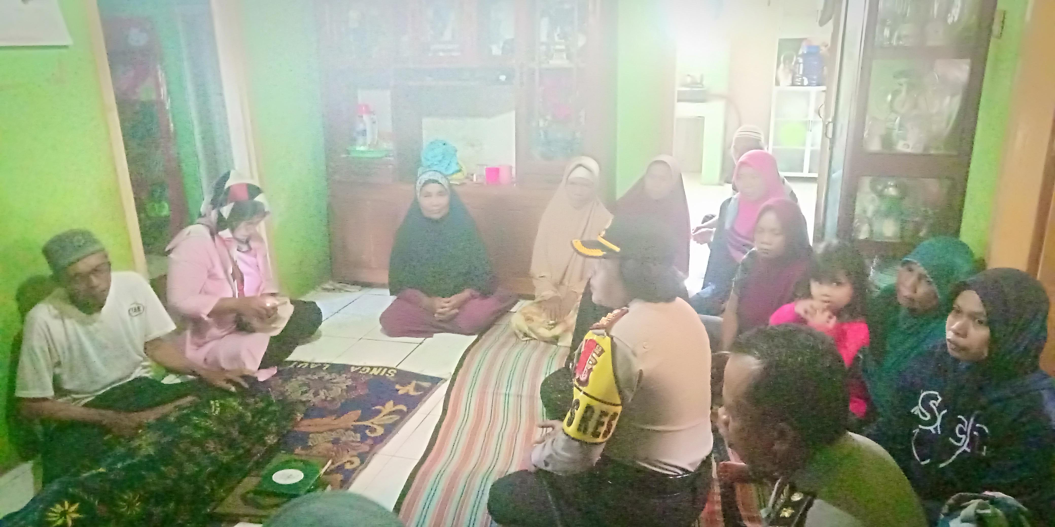 Kapolres Cianjur AKBP Soliyah mendatangi rumah duka korban tabrak lari di Cidaun