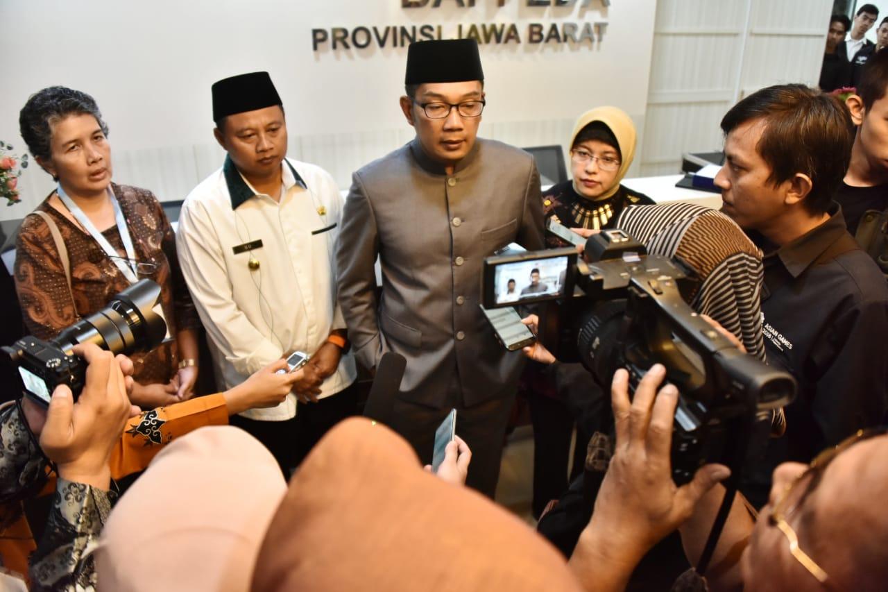 Gubernur Jawa Barat Ridwan Kamil saat memberikan keterangan pers di Gedung Sate, Kota Bandung, Selasa (30/7/19).(FOTO : Humas Pemprov Jabar)