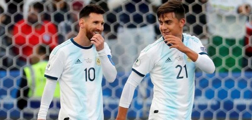 Lionel Messi dan Paulo Dybala saat membela Timnas Argentina di Copa America 2019. ft/mirror, lionel messi, paulo dybala, argentina, copa america 2019