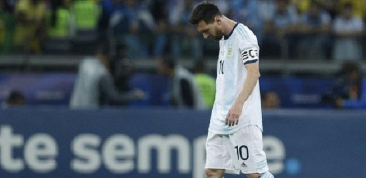 Kapten Timnas Argentina, Lionel Messi tertunduk lesu usai kalah dari Brasil pada semifinal Copa America 2019, di Stadion Mineirão (Belo Horizonte), Rabu (3/7/2019) pagi WIB. ft/apphoto