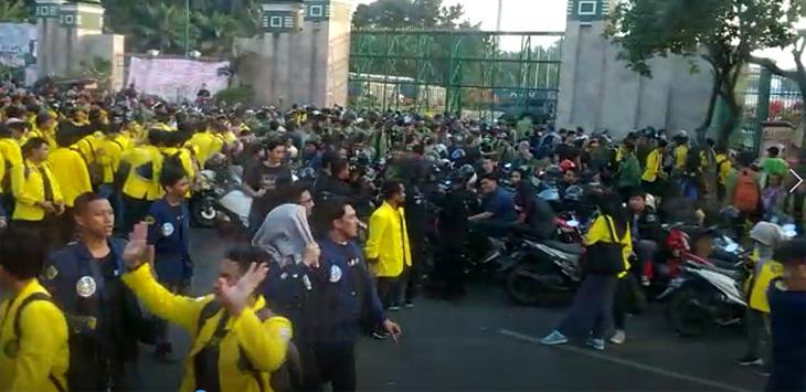 Demo mahasiswa di DPR menolak revisi UU KPK