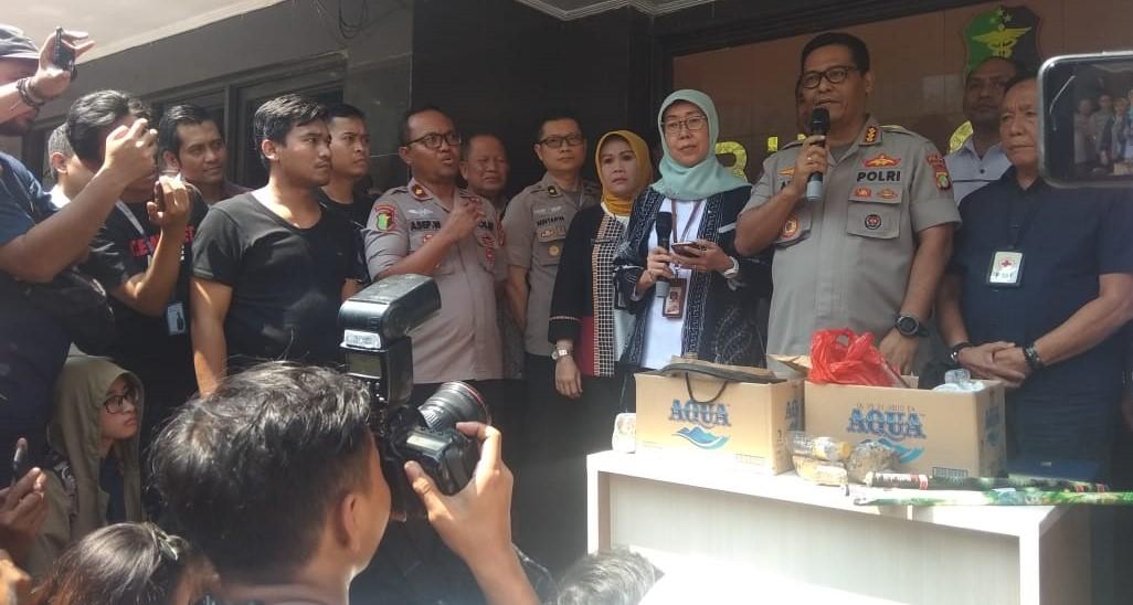 Kabid Humas Polda Metro Jaya Kombes Argo Yuwono meluruskan kabar terkait ambulans Pemprov DKI yang membawa batu dan bensin di Mapolda Metro Jaya, Kamis (26/9/2019). Foto: Firdausi/PojokSatu.id