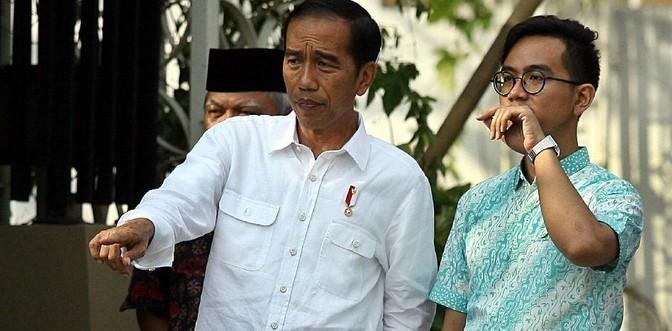 Jokowi dan putra sulungnya, Gibran Rakabuming Raka. Foto net