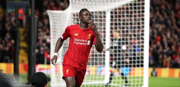 Striker Liverpool merayakan golnya ke gawang Crystal Palace, hasil pertandingan