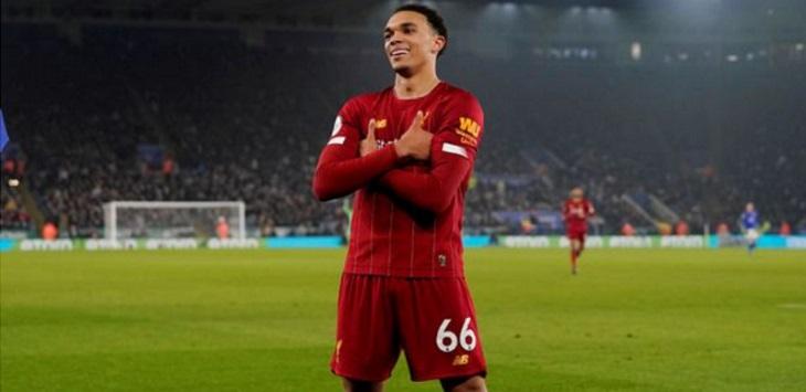 Bek sayap Liverpool, Trent Alexander-Arnold (TAA) meniru selebrasi gol Mbappe usai membobol gawang Leicester.
