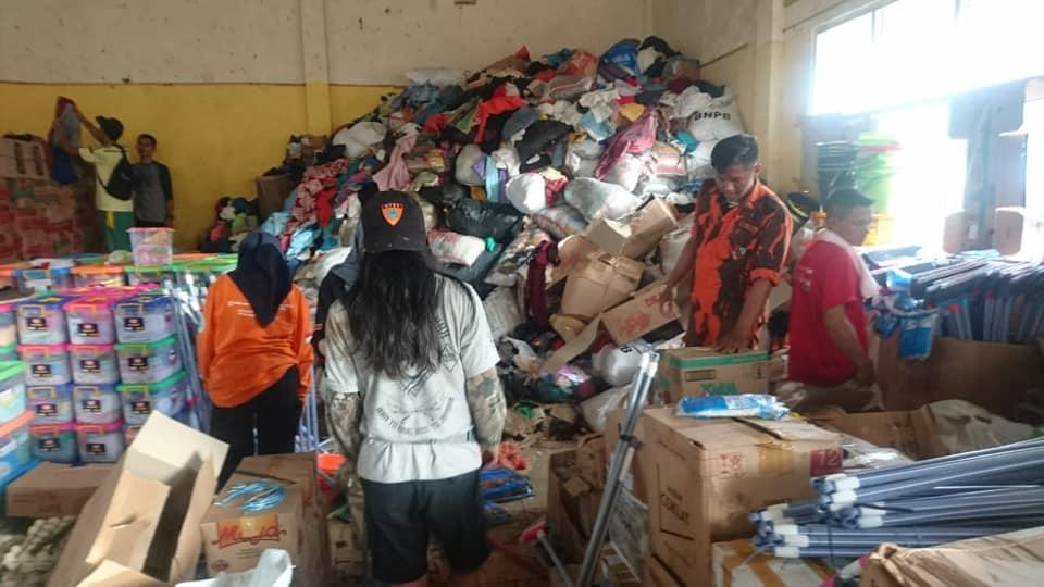 Bantuan pakaian layak pakai yang tak terpakai/BNPB
