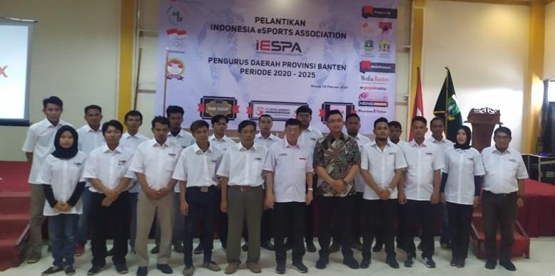 Wagub Banten Andika Hazrumy bersama pengurus IESPA Pengda Provinsi Banten periode 2020-2015. Foto: Dinar/PojokBanten.com