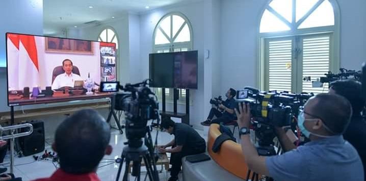 Presiden Jokowi memimpin rapat terbatas penanganan COVID-19 melalui telekonferensi. Foto Setkab