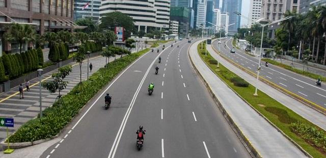Jalanan DKI Jakarta sepi akibat wabag virus coroa atau COVID-19. Foto Jawa Pos