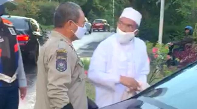 Video Habib Umar vs Satpol PP