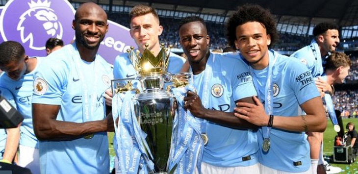 Eliaquim Mangala masuk skuat Manchester City yang menjuarai Premier League musim 2017/18.