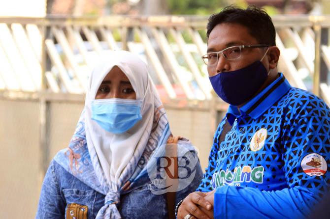 Foto terbaru Bu Kades Wotgalih Rini Kusmiyati bersama pengacaranya (radar bromo)