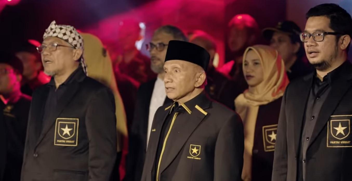 Amien Rais dan Ketua Umum Partai Ummat Ridho Rahmadi (kanan) dalam deklarasi partai, Kamis (29/4/2021).