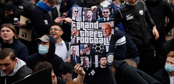 Sejumlah suporter memprotes European Super League (ESL) atau Liga Super Eropa.