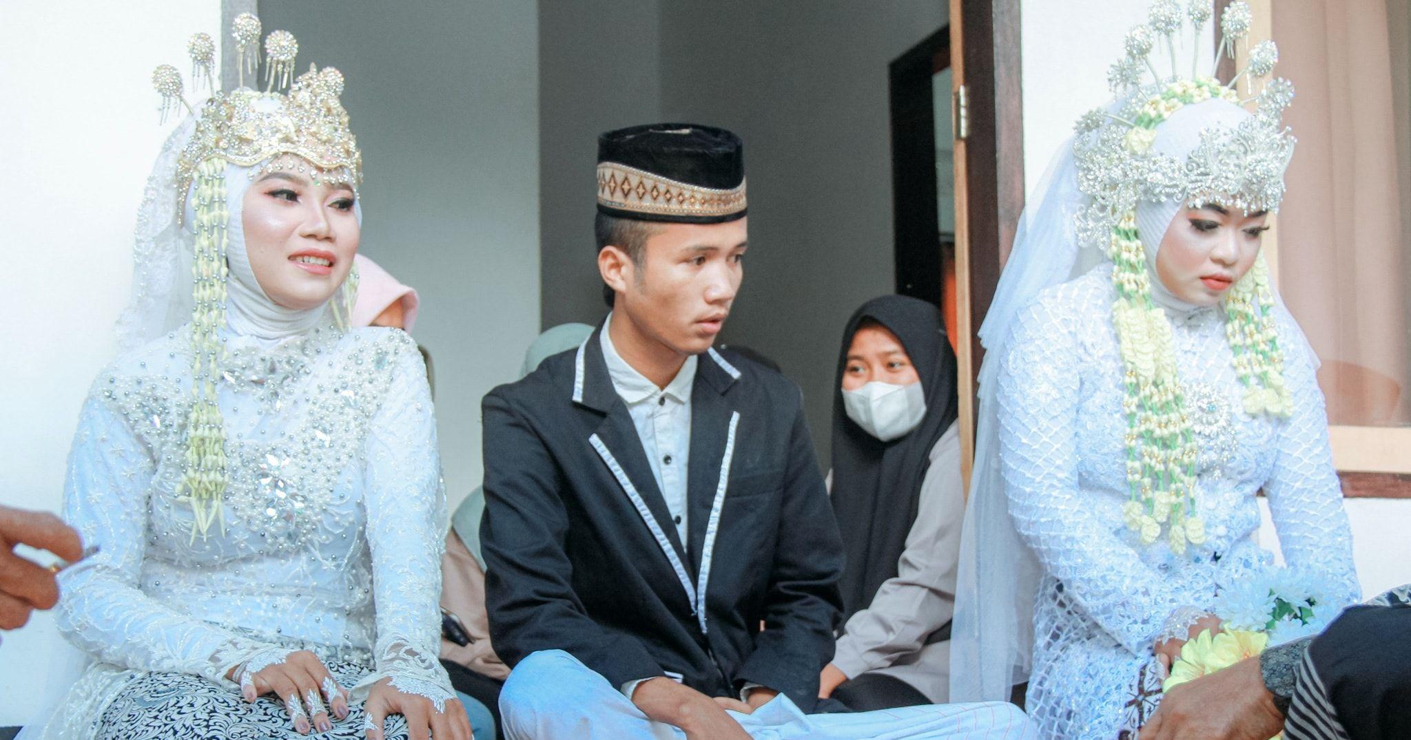 Video pria 20 tahun nikahi 2 perempuan sekaligus. Foto Facebook Doyok Potret