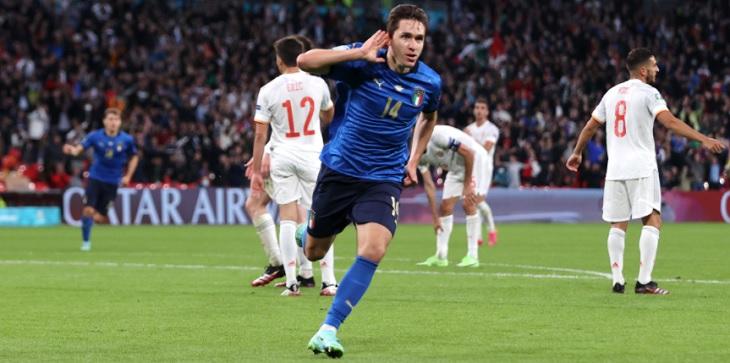 Federico Chiesa (Italia) merayakan golnya ke gawang Spanyol, pada semifinal Euro 2020, Rabu (7/7/2021) dini hari WIB, hasil italia vs spanyol