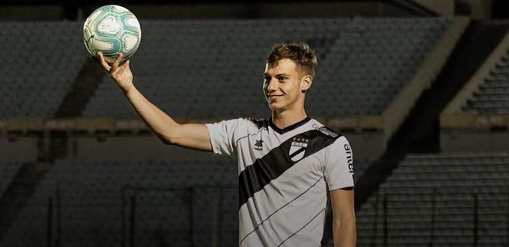 Wonderkid Uruguay yang bermain untuk klub Danubio, Nicolas Siri.