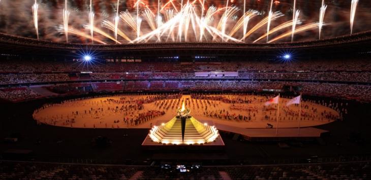 Tampilan suasana upacar pembukaan Olimpiade Tokyo 2020, di Stadion Olimpiade, Tokyo, Jepang, Jumat (23/7/2021) malam WIB. ft/twitter @tokyo2020