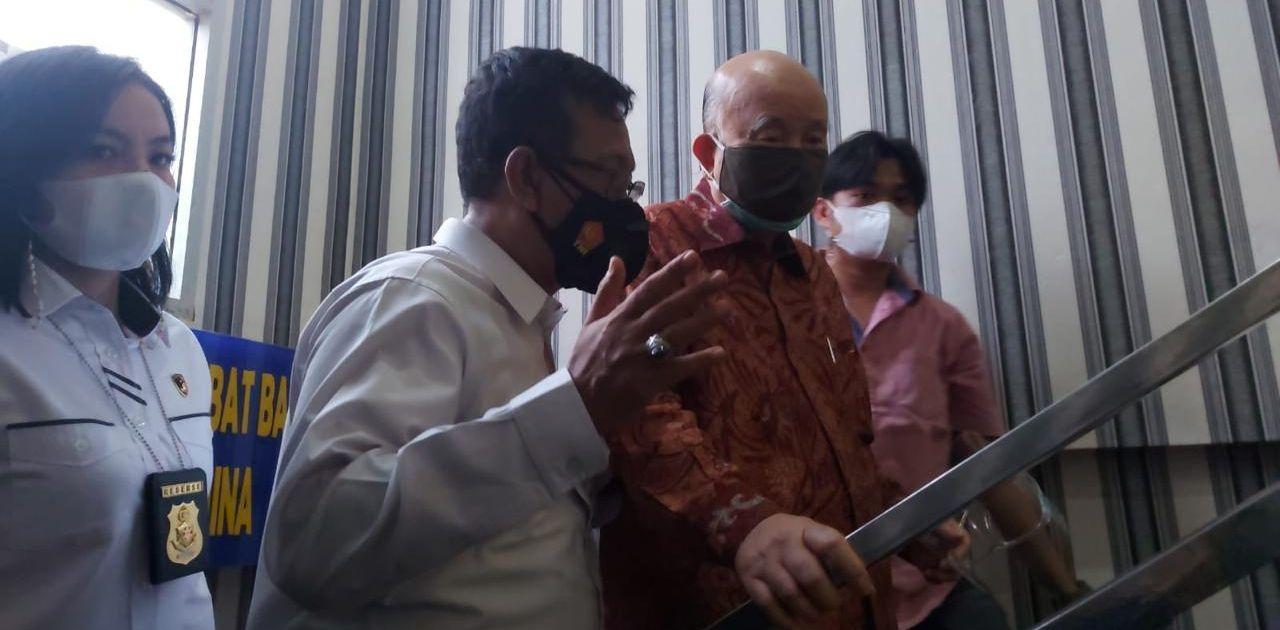 Prof Dr dr Hardi Darmawan dan Dirintelkam Polda Sumsel Ratno Kuncoro di Mapolda Sumsel,, Senin (2/8/2021). Foto Sumeks.co