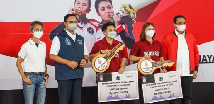 Greysia Polii dan Apriyani Rahayu mendapatkan bonus dari PB Jaya Raya dan Pemprov DKI Jakarta. Foto: Dokumentasi PBSI