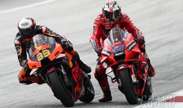 Pembalap Red Bull KTM, Brad Binder (kiri). Foto via crash.net