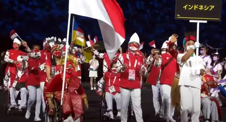 Kontingen Indonesia saat defile Paralimpiade Tokyo 2020, di Olympic Stadium Tokyo, Selasa (24/8/2021) malam WIB.