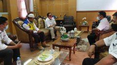 Balai Besar Jalan Nasional Makassar, Nasrun, saat menemui Wakil Bupati Luwu Utara, Suaib Mansur