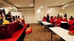 Ketua Umum KONI Sulsel Ellong Tjandra melepas atlet enam cabang olahraga kontingen Sulsel ke Pon XX Papua, Kamis (23/9/2021)