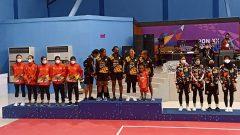 Penyerahan medali cabang sepak takraw putri PON Papua XX tahun 2021