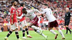 Gol Kortney Hause pada menit ke-88 menjadi pembeda laga Man United vs Aston Villa di Old Trafford, Sabtu (25/9/2021) malam WIB. Ft/Twitter @PremierLeague
