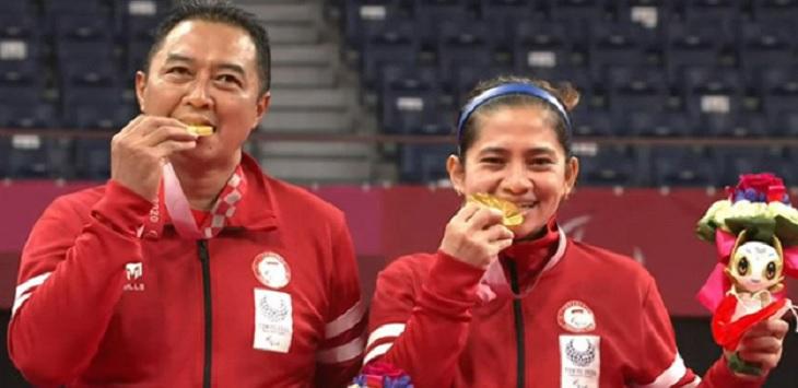 Ganda campuran para bulutangkis Indonesia, Hary Susanto / Leani Ratri Oktila meraih medali emas paralimpiade Tokyo 2020. Ft/Twitter @INABadminton
