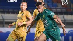 Pertandingan Persebaya vs Bhayangkara FC di Stadion Si Jalak Harupat, Bandung, Jumat (24/9/2021) malam, berakhir dengan skor 1-0 untuk The Guardian. Ft/Twitter @Liga1Match