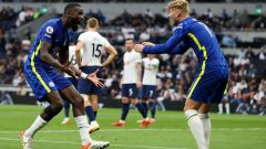 Antonio Rudiger (Chelsea) merayakan golnya ke gawang Tottenham Hotspur pada laga bertajuk Derby London, pekan ke-5 Liga Inggris, di Tottenham Hotspur Stadium, Minggu (19/9/2021) malam WIB.