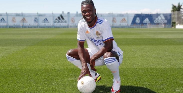 Eduardo Camavinga resmi diperkenalkan sebagai pemain baru Real Madrid, Rabu (8/9/2021). Ft/Real Madrid CF
