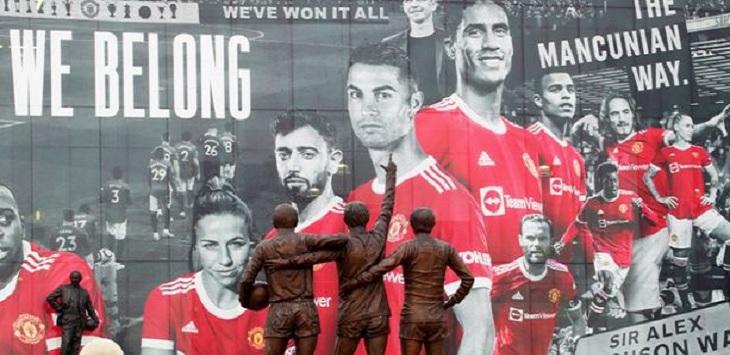 Poster para pemain bintang Manchester United di dinding Stadion Old Trafford. Ft/via laman Mirror.