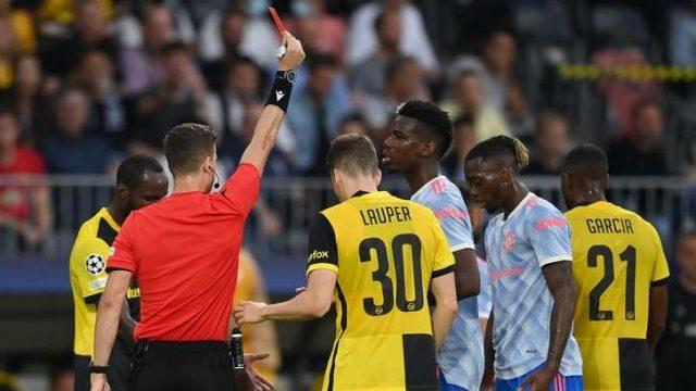 Aaron Wan Bissaka mendapat kartu merah pada laga Young Boys vs Man United di Stadion Wankdorf (Bern), Swiss, Selasa (14/9/2021).